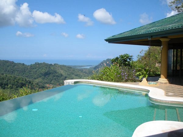 House with a Pool in Costa Rica