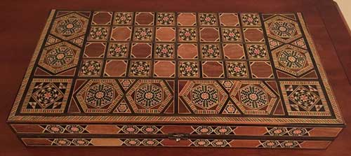 Crafted Tric Trac box in wood and mother of pearl from Khan il Khalili in Cairo